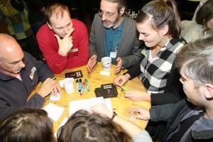 In der Räucherei haben die vielen Gäste bei der Eröffnung des Coworking-Spaces im Kirchenweg über die kreativen Potenziale von Gaarden gefachsimpelt.