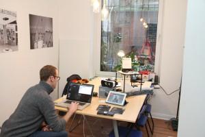 Einfach und irgendwie ziemlich cool sind die Arbeitsplätze im neuen Coworking-Space.