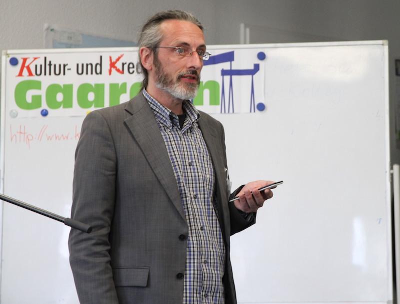 Dirk Hoffmeister vom Kultur- und Kreativrat Gaarden begrüße die Texte.